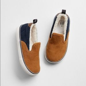 Gap Kids Sherpa corduroy slip on sneakers